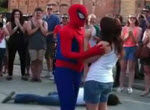 Spiderman macht Heiratsantrag